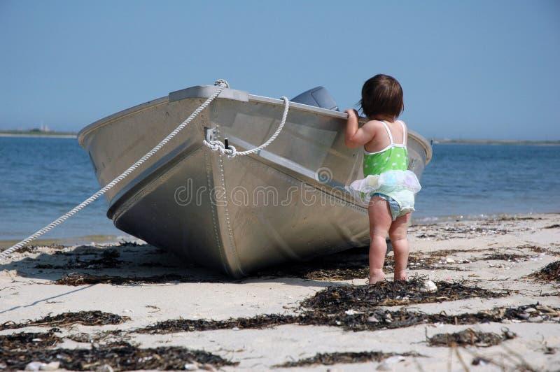 Baby met een boot royalty-vrije stock fotografie