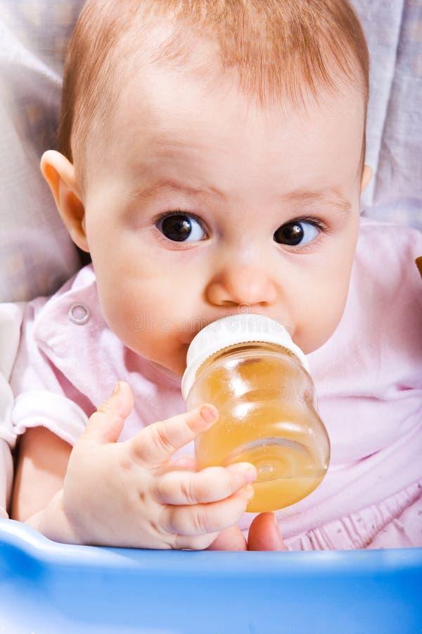 Baby met fles royalty-vrije stock foto