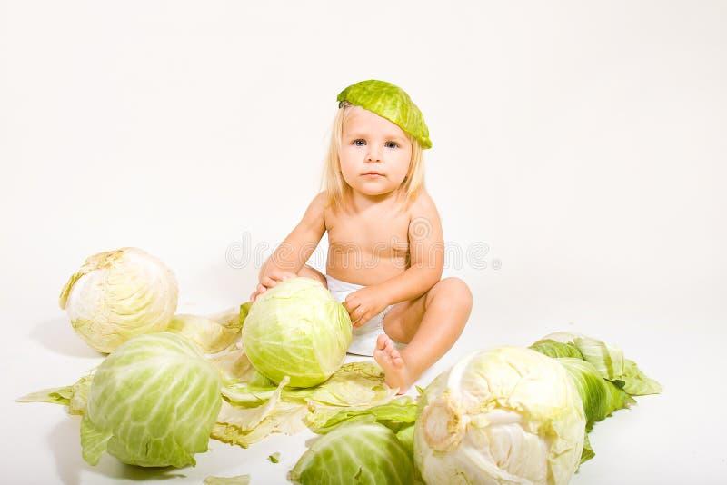 Baby met kool stock foto's
