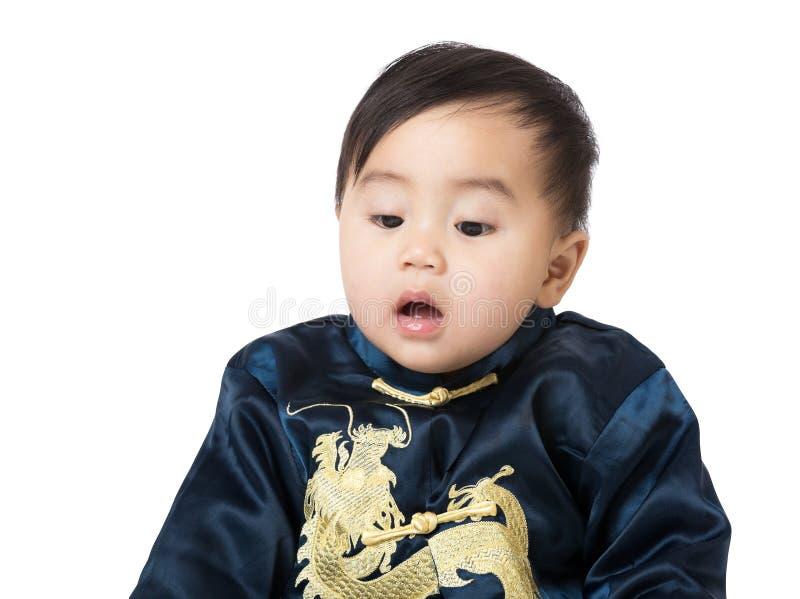Baby met traditioneel Chinees kostuum royalty-vrije stock afbeeldingen