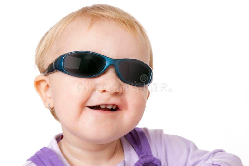 Baby met zonnebril stock fotografie