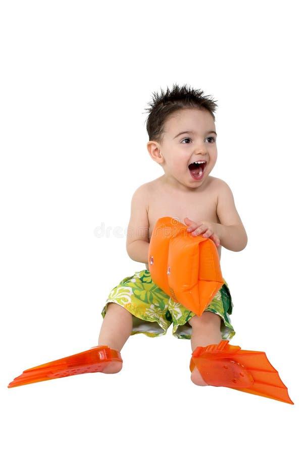 Baby mit Flippern und Wasser-Flügeln stockfotos