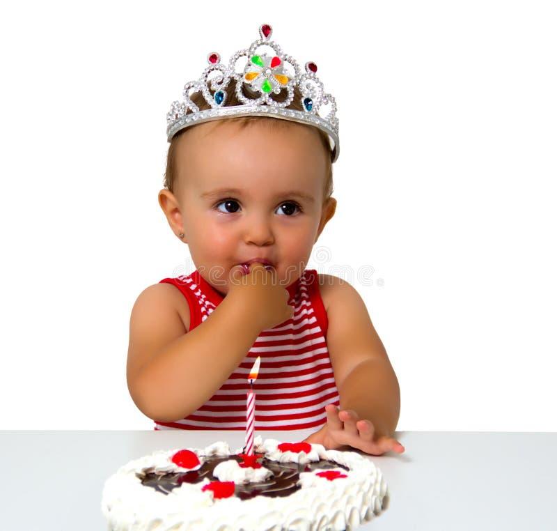 Baby mit Geburtstagskuchen stockfoto