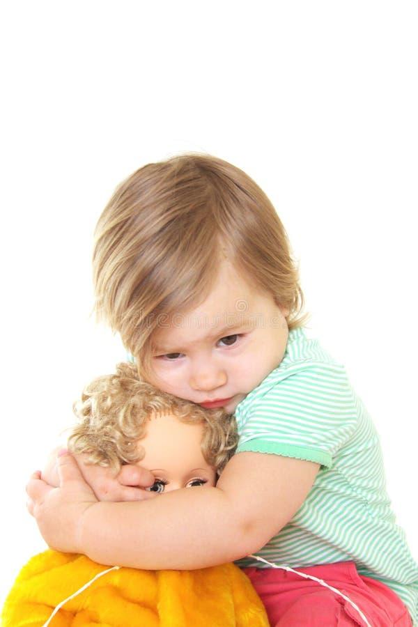 Baby mit ihrer Puppe stockbild