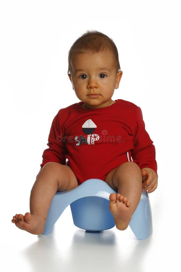 Baby op chamberpot royalty-vrije stock foto's