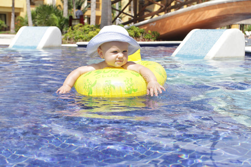 Baby in Pool stock fotografie