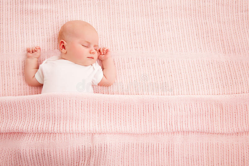 Baby Sleeping, Newborn Kid Sleep in Bed, New Born Child Asleep o. N Pink Blanket royalty free stock photos