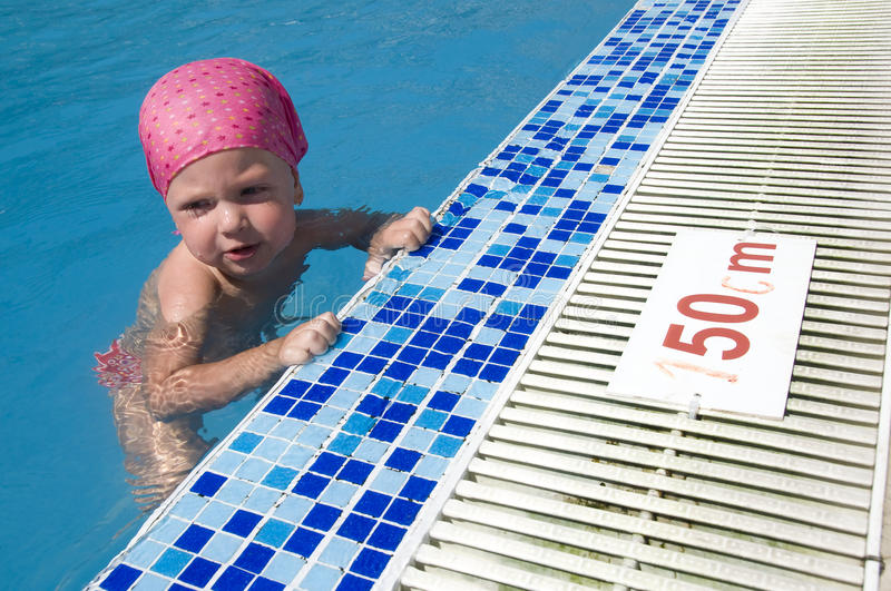Download BABY SWIMMING Royalty Free Stock Images - Image: 26605359