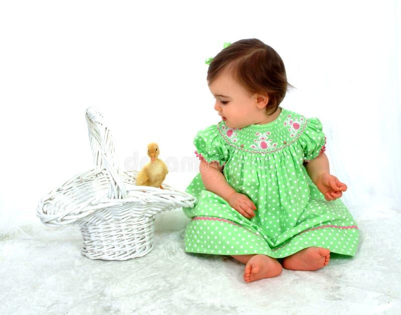 Baby und Ente lizenzfreies stockfoto