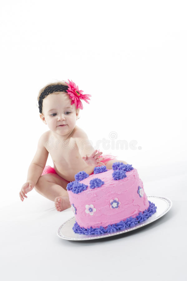 Baby und großer Kuchen! stockbild