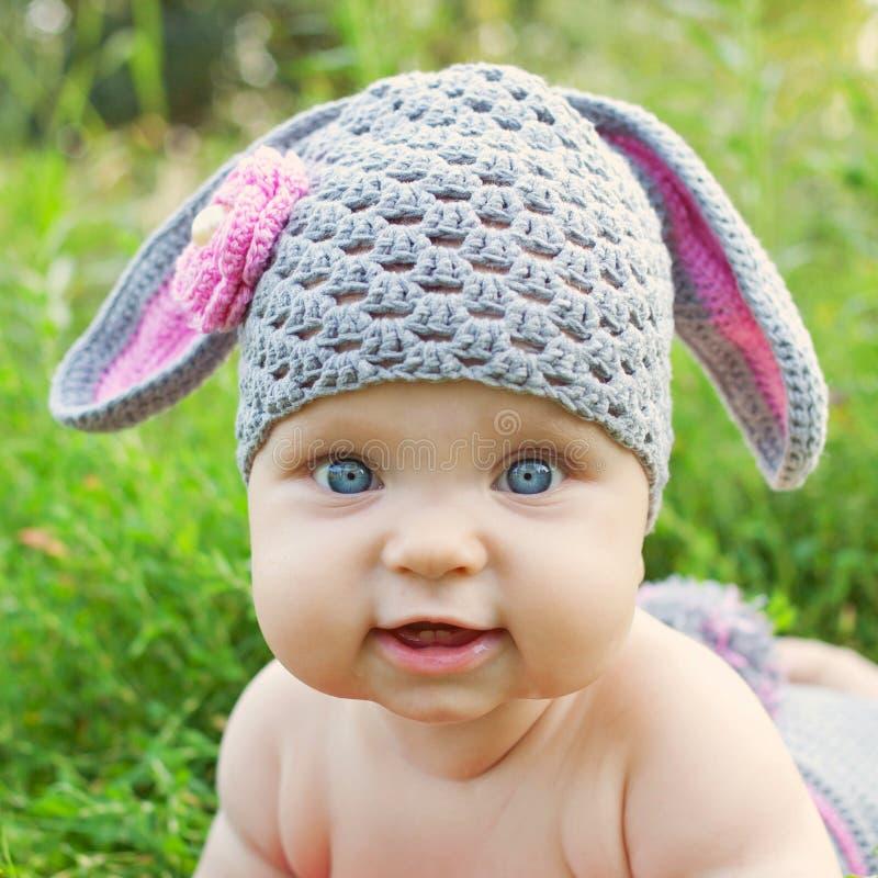 Baby zoals een konijntje of schapen stock fotografie