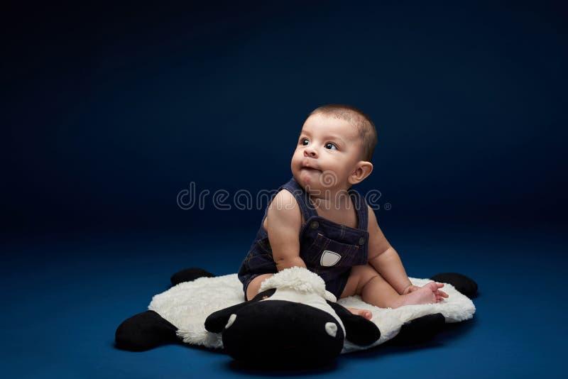 Babyblick auf leerem Raum stockfoto