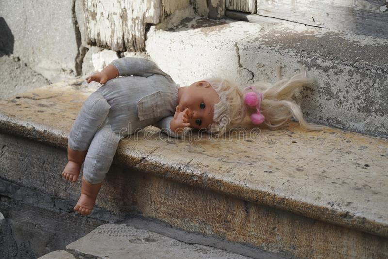 Babydoll de cru sur des étapes photographie stock libre de droits
