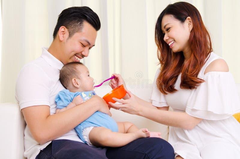 Babyessen lizenzfreies stockfoto