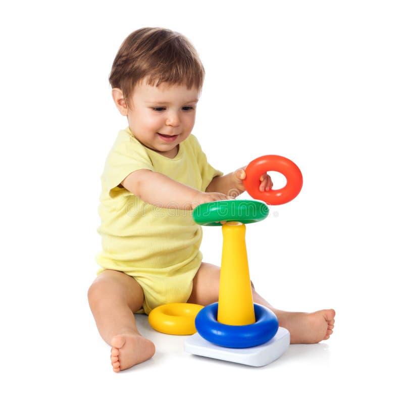 Babyjongen het leren kleuren en vormen stock foto