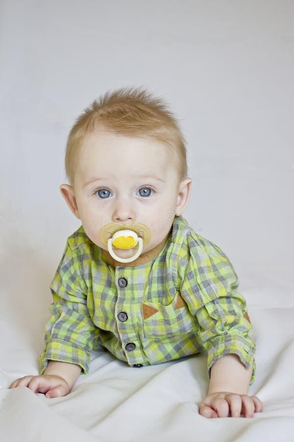 Babyjongen met model royalty-vrije stock afbeeldingen