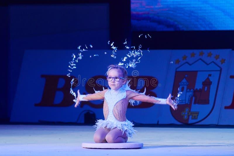 'Babykop - de competities BSB-van Bank' kinderen in gymnastiek, 05 December 2015 in Minsk, Wit-Rusland royalty-vrije stock afbeeldingen