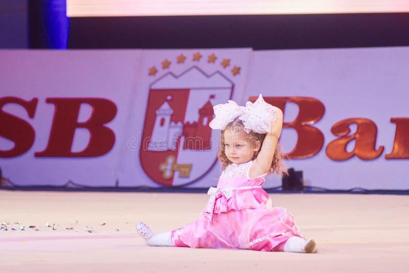 'Babykop - de competities BSB-van Bank' kinderen in gymnastiek, 05 December 2015 in Minsk, Wit-Rusland royalty-vrije stock foto