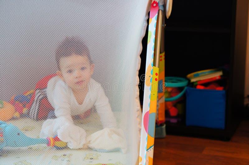 Babylaufstall stockfoto