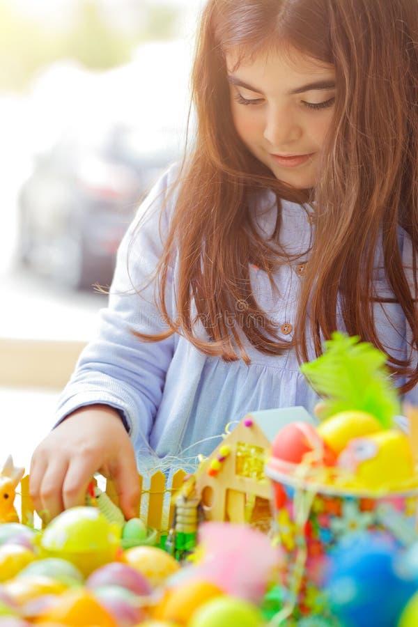 Babymeisje op Pasen-vakantie royalty-vrije stock foto's