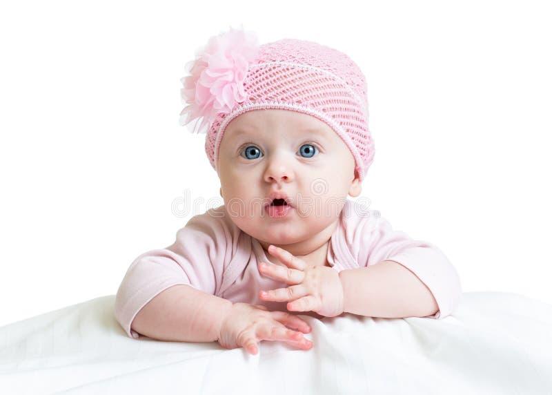 Babymeisje in roze gebreide hoed stock afbeelding