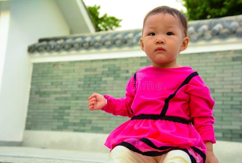 Babynieuwsgierigheid royalty-vrije stock afbeelding