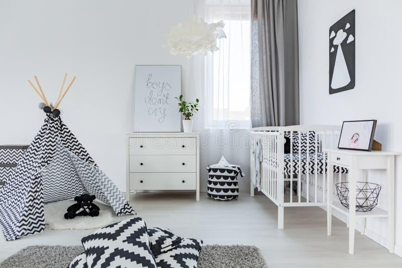 Babyraum in der nordischen Art lizenzfreie stockfotografie