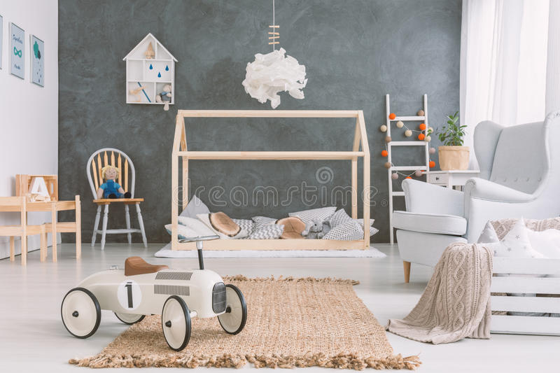 Babyraum in der skandinavischen Art lizenzfreies stockbild