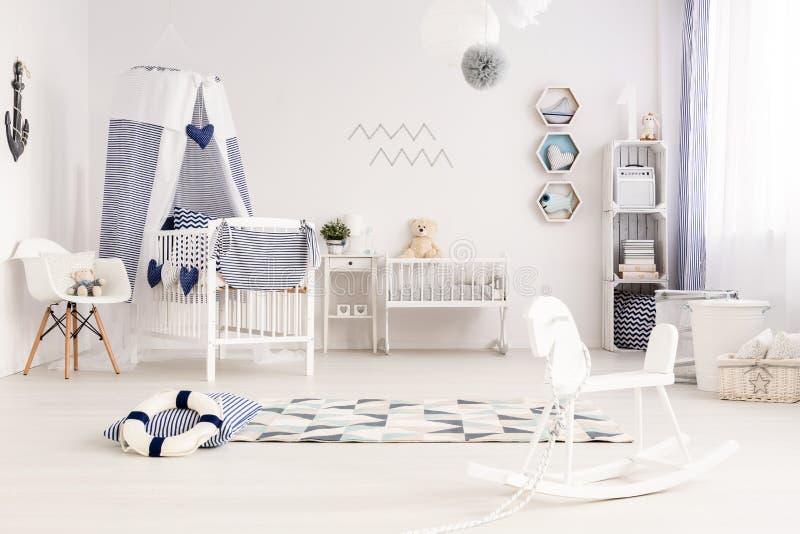 Babyruimte met kustatmosfeer stock afbeelding