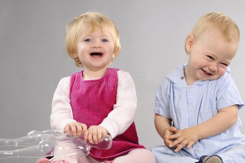 Babys die samen spelen royalty-vrije stock fotografie