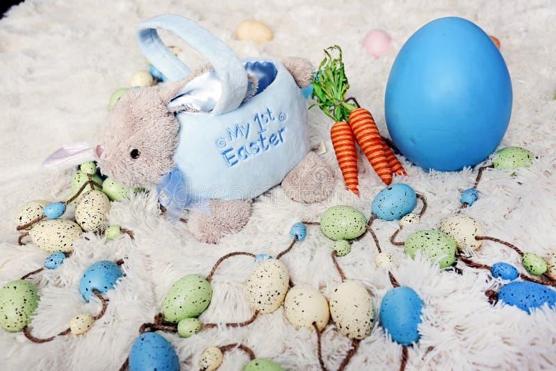 Download Babys première Pâques image stock. Image du enfance, blur - 87705507