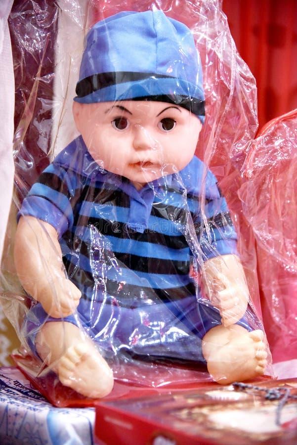 Babyspielzeugpuppe lizenzfreie stockbilder