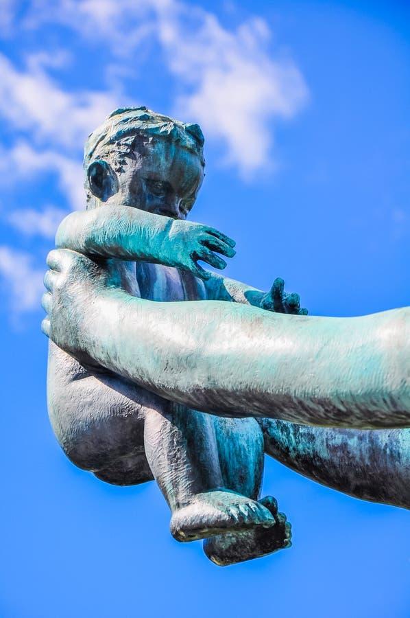 Babystatue in Vigeland-Park, Oslo stockbilder