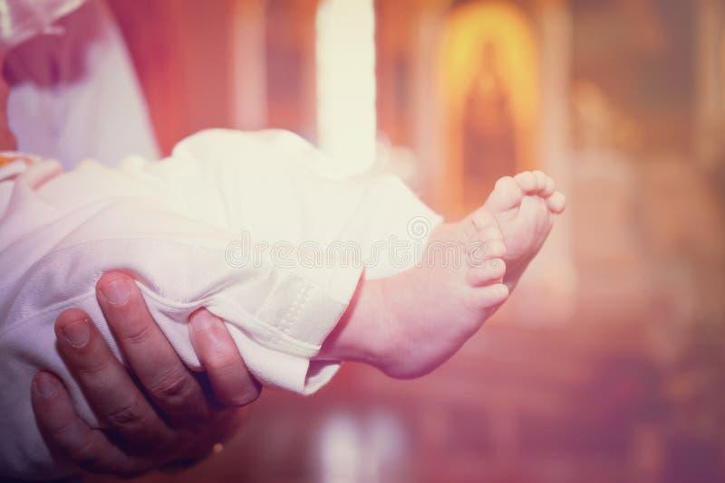 Babyvoet in de kerk stock foto's