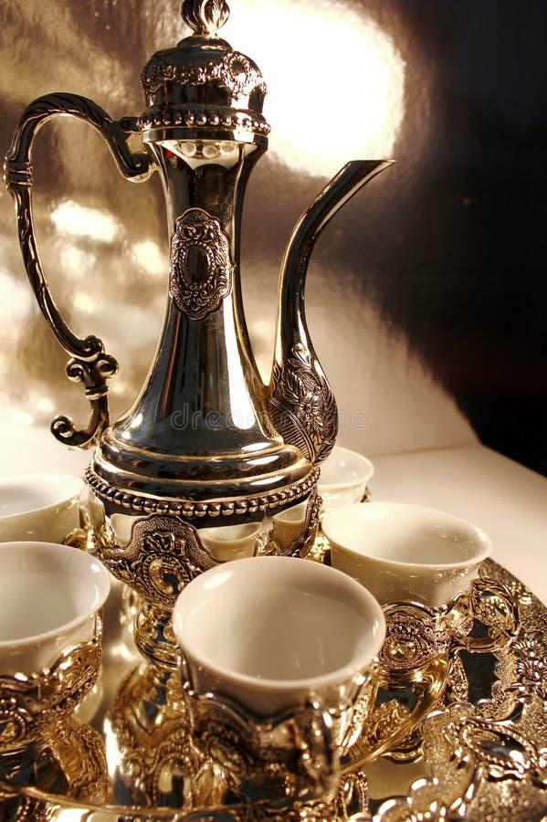 Bac argenté traditionnel de thé images libres de droits