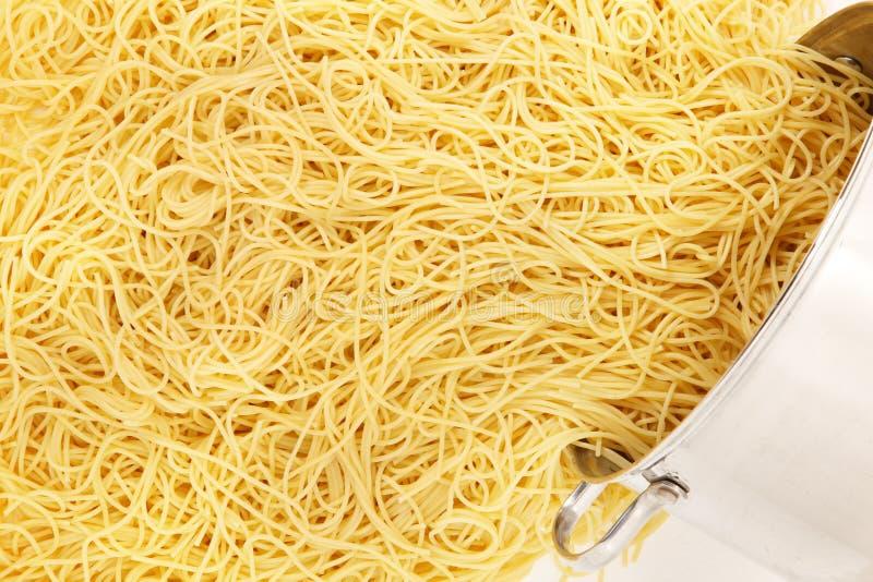 Bac de nouilles de spaghetti photographie stock