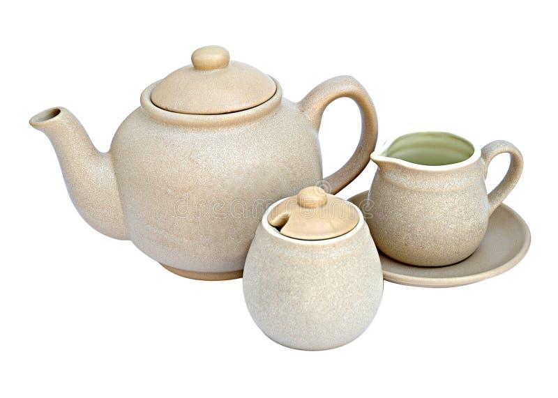 Bac de thé avec la cruche de cuvette et de lait photo stock
