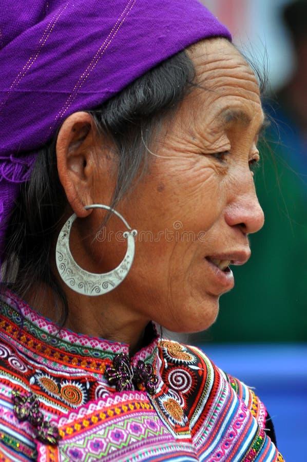 黑人H'mong少数妇女在Bac Ha市场上,越南 免版税库存图片
