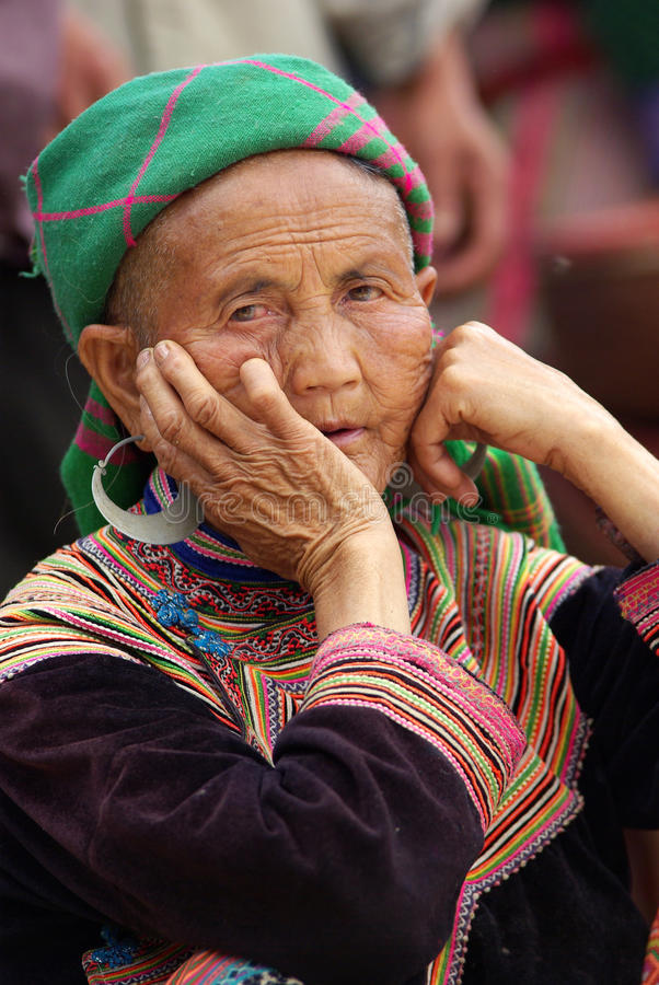 BAC HA, VIETNAM - SEP 12:Unidentified old woman of the flower H'. Mong indigenous women on September 12, 2010 in bac ha, Vietnam. There are about 800,000 royalty free stock image