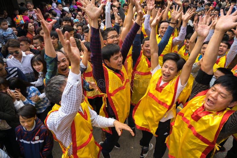 Bac Ninh Vietnam - Januari 31, 2017: Dong Ky är den traditionella vårfestivalen, en special ritual av den van vid Dong Ky festiva royaltyfri foto