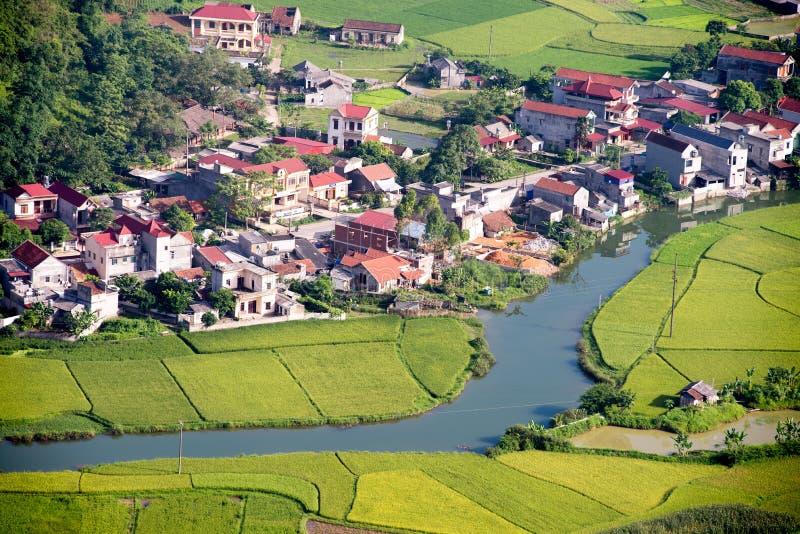 Bac Son Valley - área residencial rural em Vietname imagens de stock