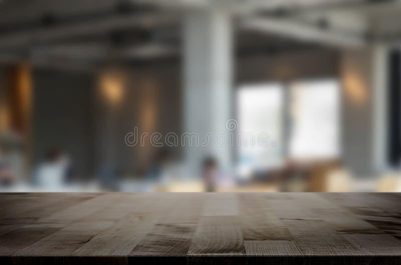 BAC tavola del fuoco e della sfuocatura di legno marroni vuote selezionate della caffetteria fotografia stock libera da diritti