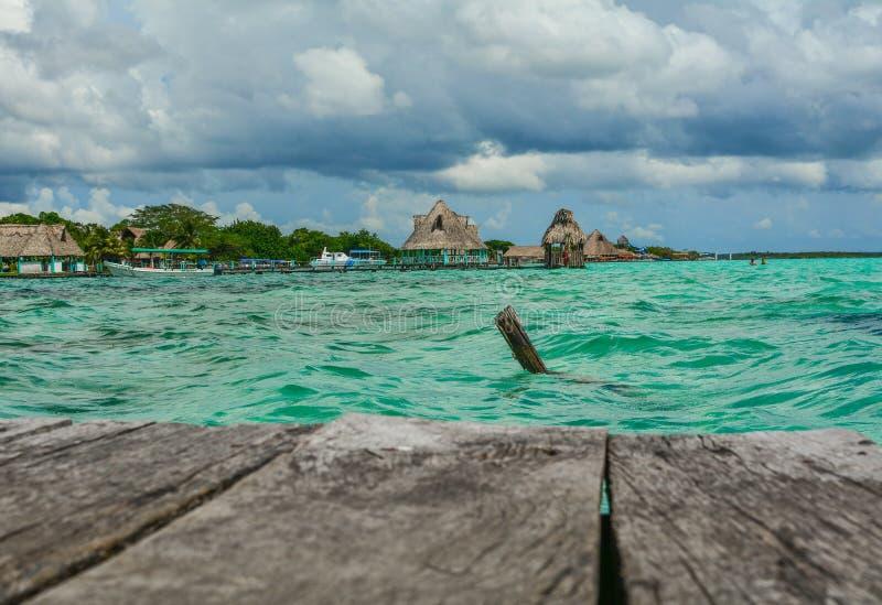 Bacalar 7颜色盐水湖的Lazur湖 免版税库存照片