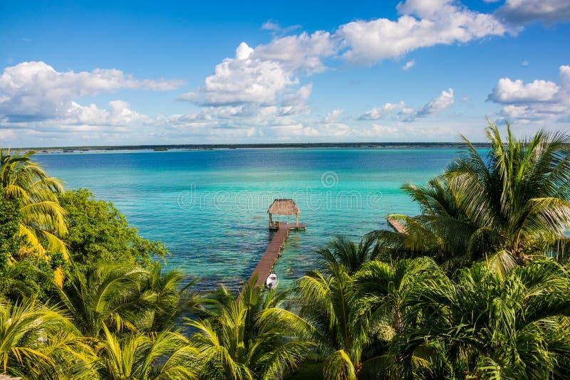 Bacalar jezioro przy karaibskim Quintana Roo Meksyk, Podróżuje Rivier zdjęcie stock