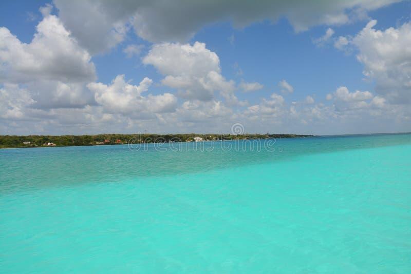 Bacalarlagune in Quintana Roo Mexico stock afbeeldingen
