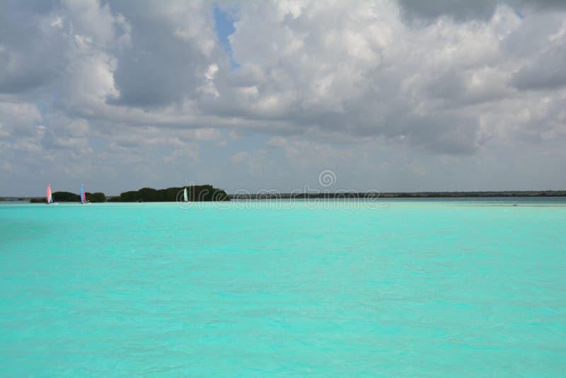 Bacalarlagune in Quintana Roo Mexico stock foto