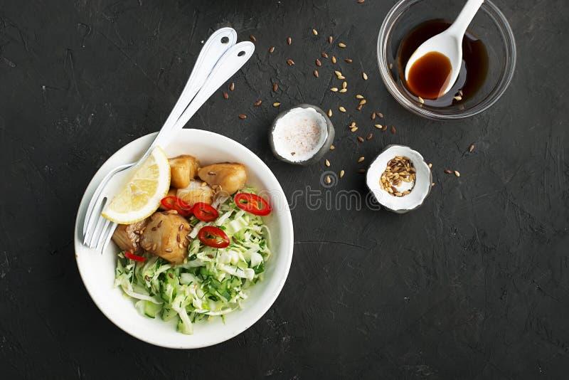 Bacalhau com o teriyaki do molho com vegetais imagem de stock royalty free