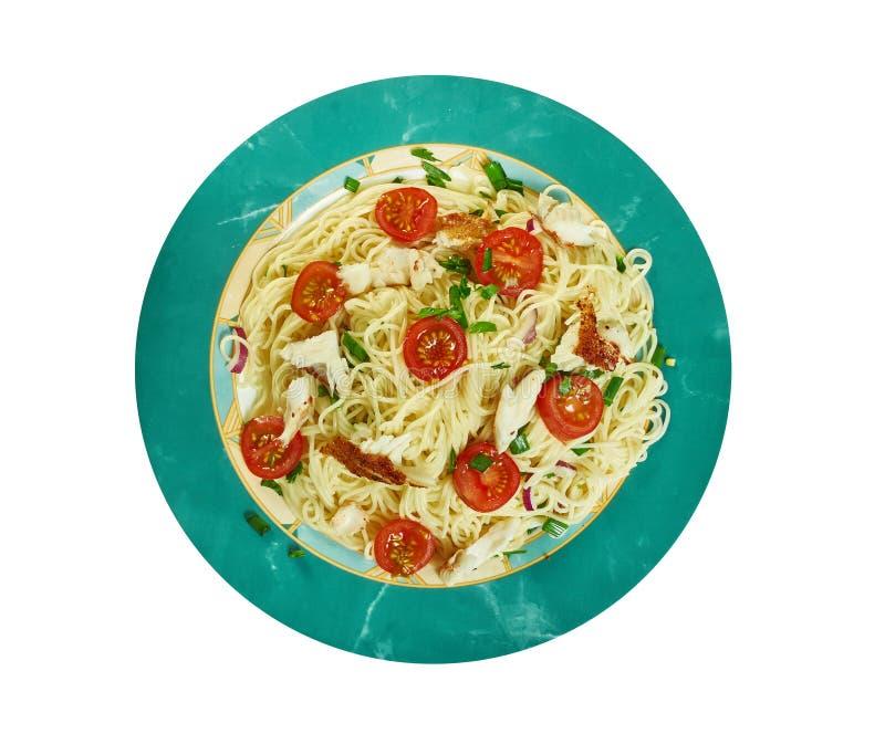 Bacalhau puttanesca com espaguete foto de stock