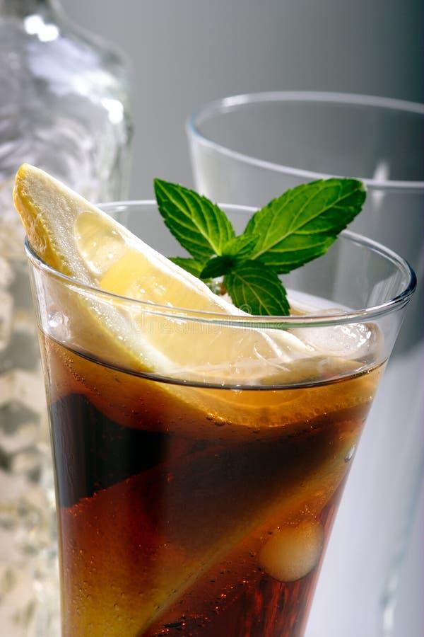 Bacardi met de cocktail van de Coca-cola stock foto's