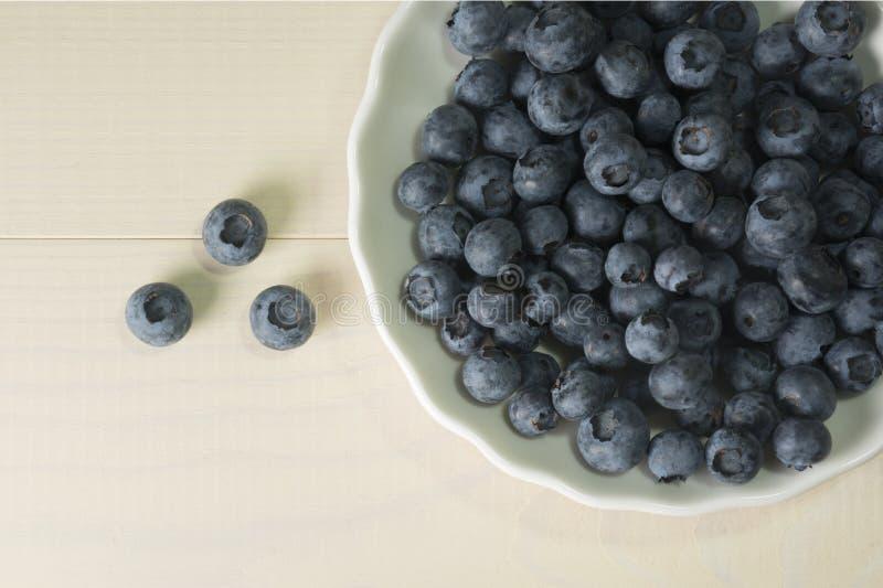 Bacca di estate dei mirtilli sulla tavola di legno Colleen Fitzpatrick, E, P, pp, acido ascorbico dei flavonoidi del carotene di  fotografia stock libera da diritti